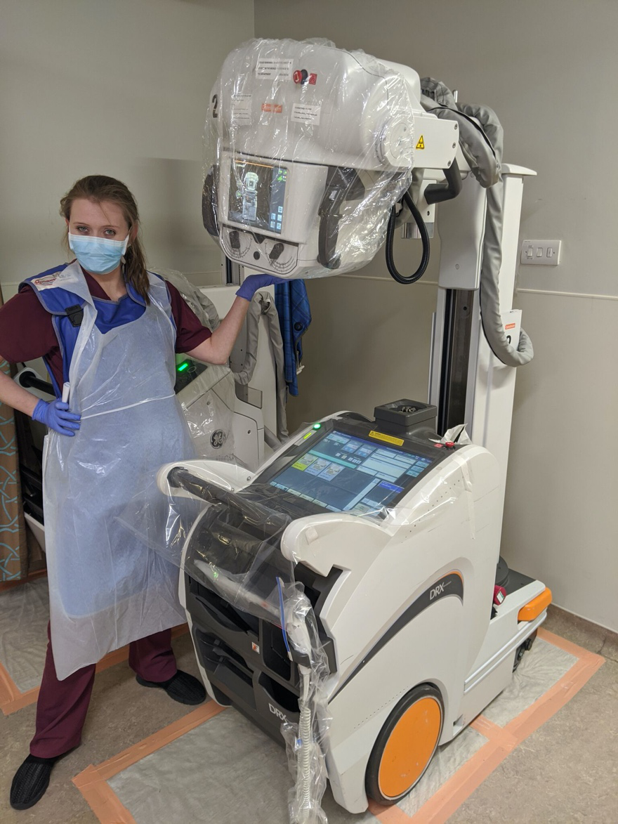 Mobile X-ray unit and radiographer